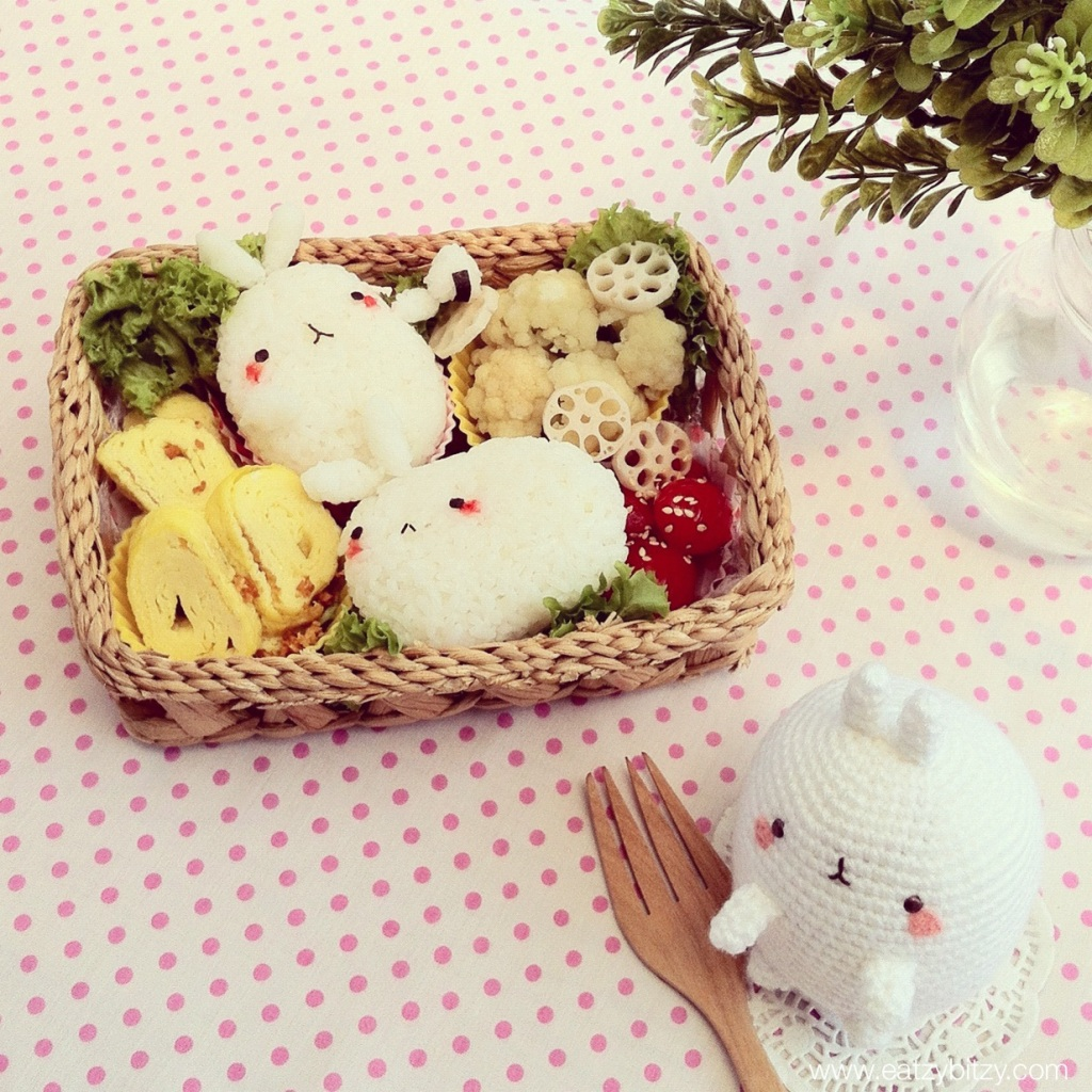 molang, bento, obento, kawaii bento, cute bento rabbit bento, bunny bento, easter bento, kawaii food, cute food, food art, foodart, lunch, lunchbox, kids, kids meal, crafts, crafting, handcrafts, crochet, amigurumi, crativity, creative lunchbox